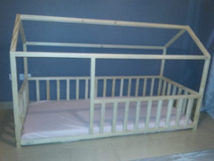 Classic house bed with rails