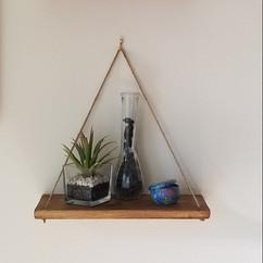 Free hanging shelf