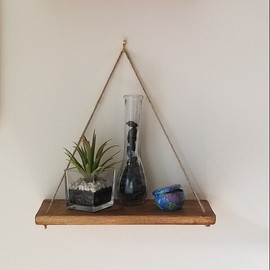 Free hanging shelf