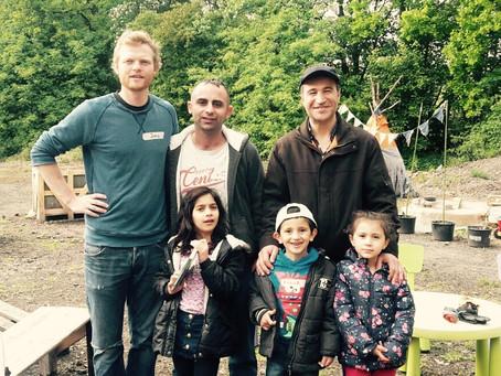 Erste Besucher bei Familiennachmittag im Finkennest