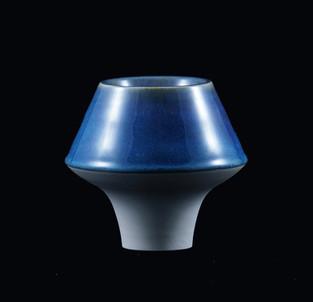45) Vessle, white stoneware, doubble walled, interior blue glossy glaze