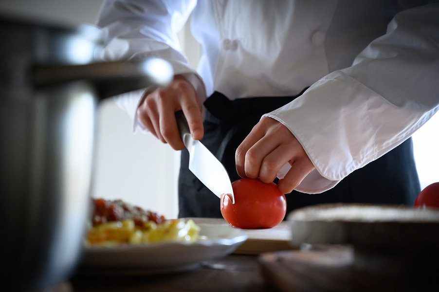 restaurant_cookingstaff.jpg