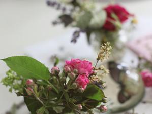 Briefumschläge und Karten mit getrockneten Blüten zaubern ...
