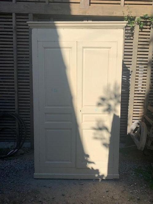 Très grande armoire