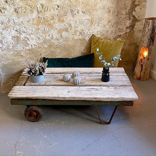 Table basse à roulettes en bois et en métal