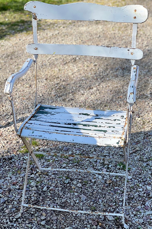 Joli fauteuil de jardin