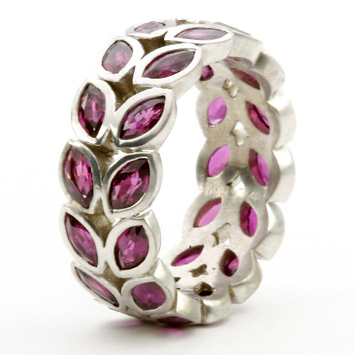 18k Vine Ring with Sapphires