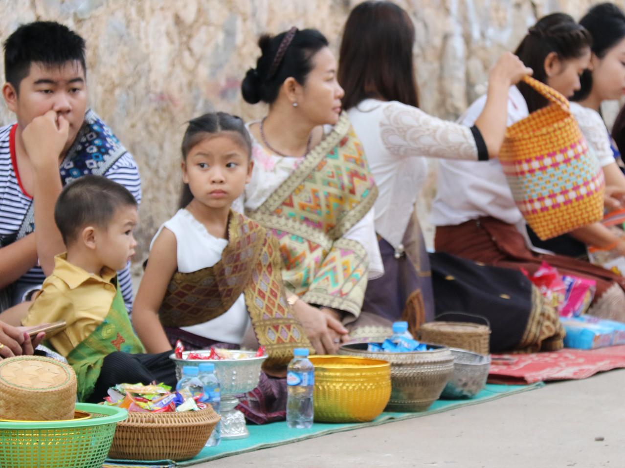 Luang Prabang, monks, budhism, Tak Bat