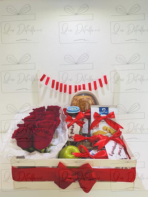 Desayuno Sencillo con detalle de Rosas (Rojo)