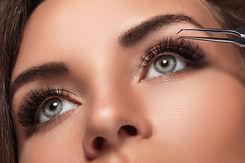 Beautiful-woman-with-eyelash-extension-847386734_4800x3200-1.jpeg