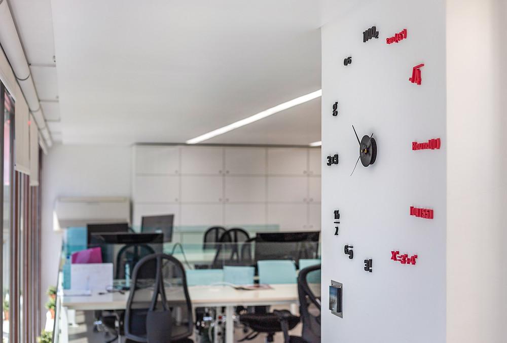 Horario e relogio de horas no Rocket Hub Lisboa