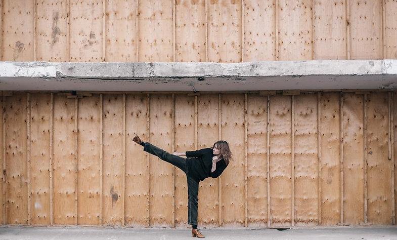 woman-kicking_925x.jpg