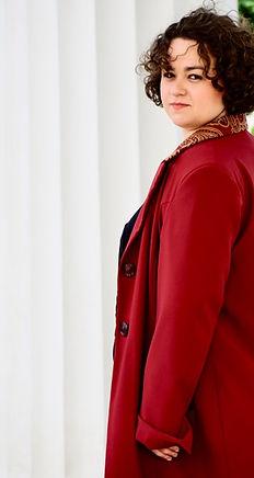 Johanna Krokovay Ganzkörper rot