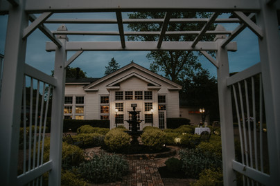 wellers carriage house at night