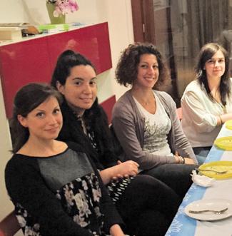"""L'Italia dei """"mammoni"""": Il progetto Koinoikia per aiutare i ragazzi ad emanciparsi."""