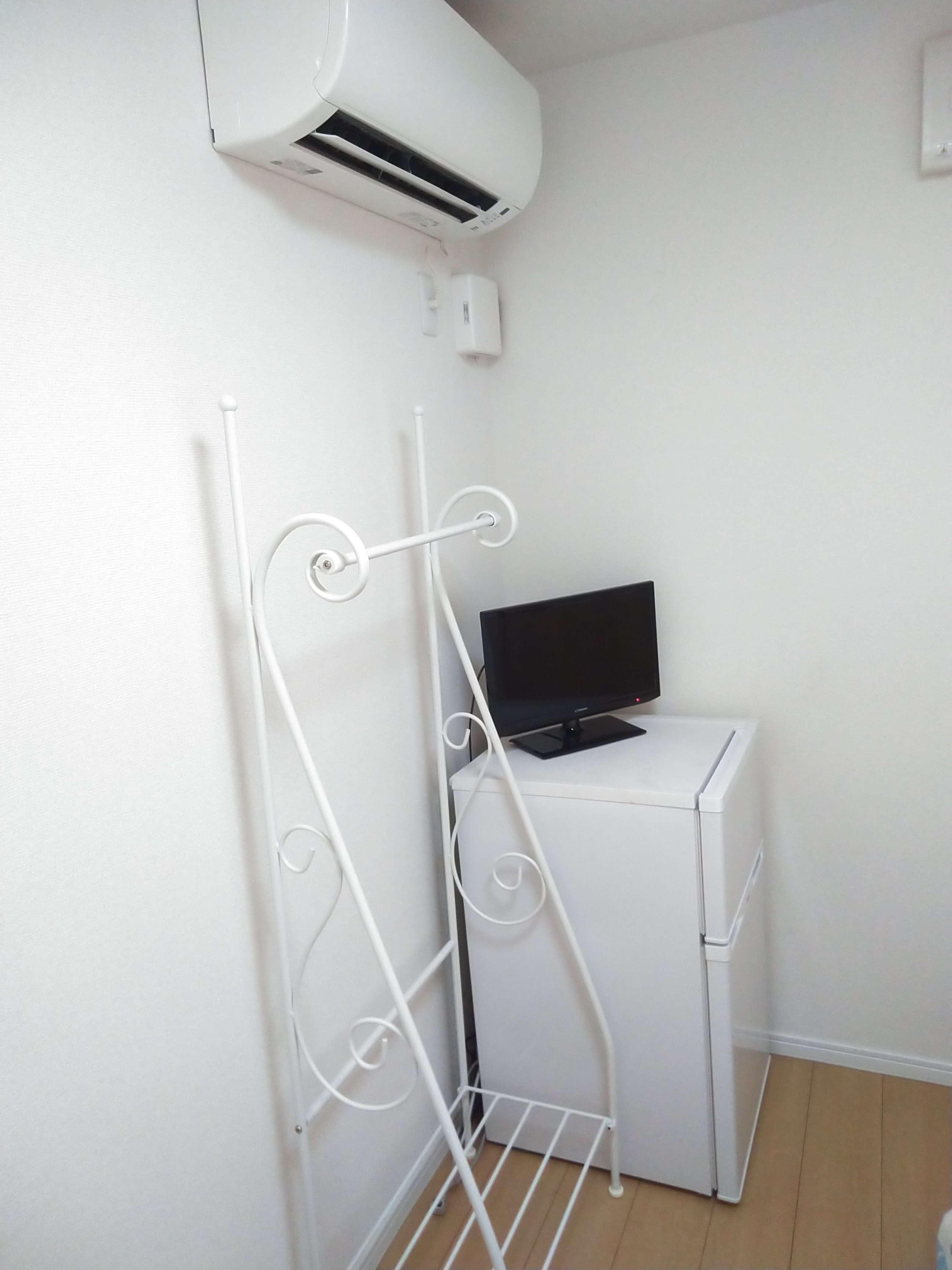 エアコン・冷蔵庫・TVは各居室にあります