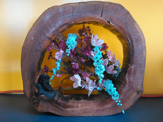 WOOD ROUND W/FLOWERS TABLE DECOR
