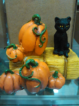 CAT ON HAY BALE W/PUMPKINS