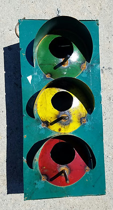 TRAFFIC LIGHT BIRDHOUSE