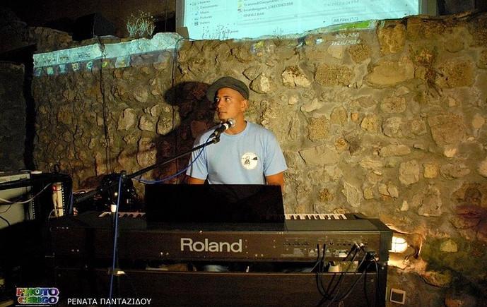 Kadek on the piano