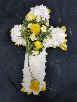 Based cross with flourish