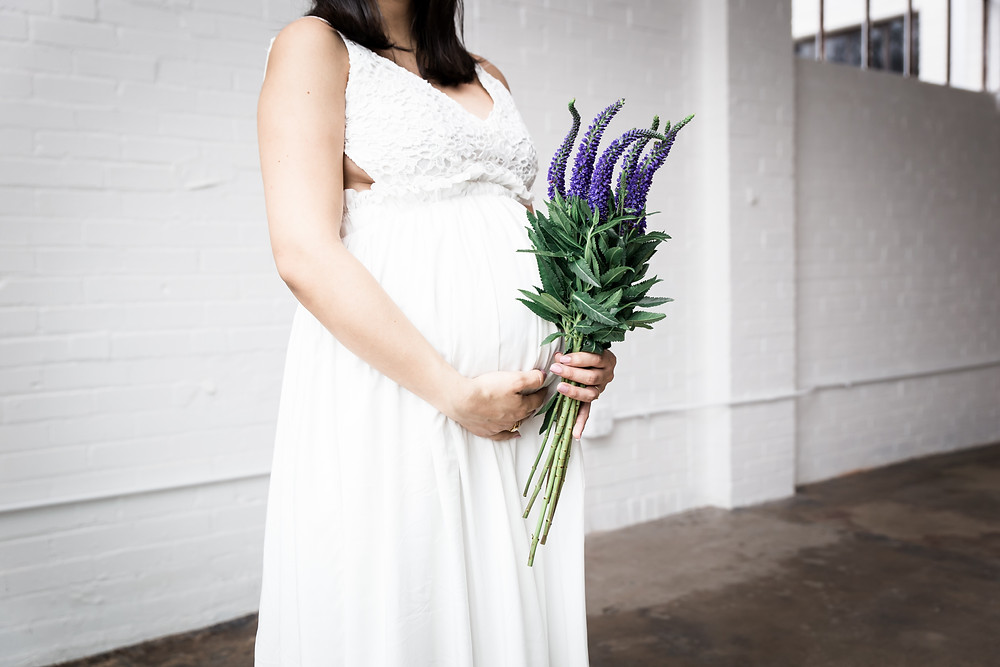 dallas newborn photographer, maternity pictures, Lexi Meadows Photography, pregnancy pictures with flowers