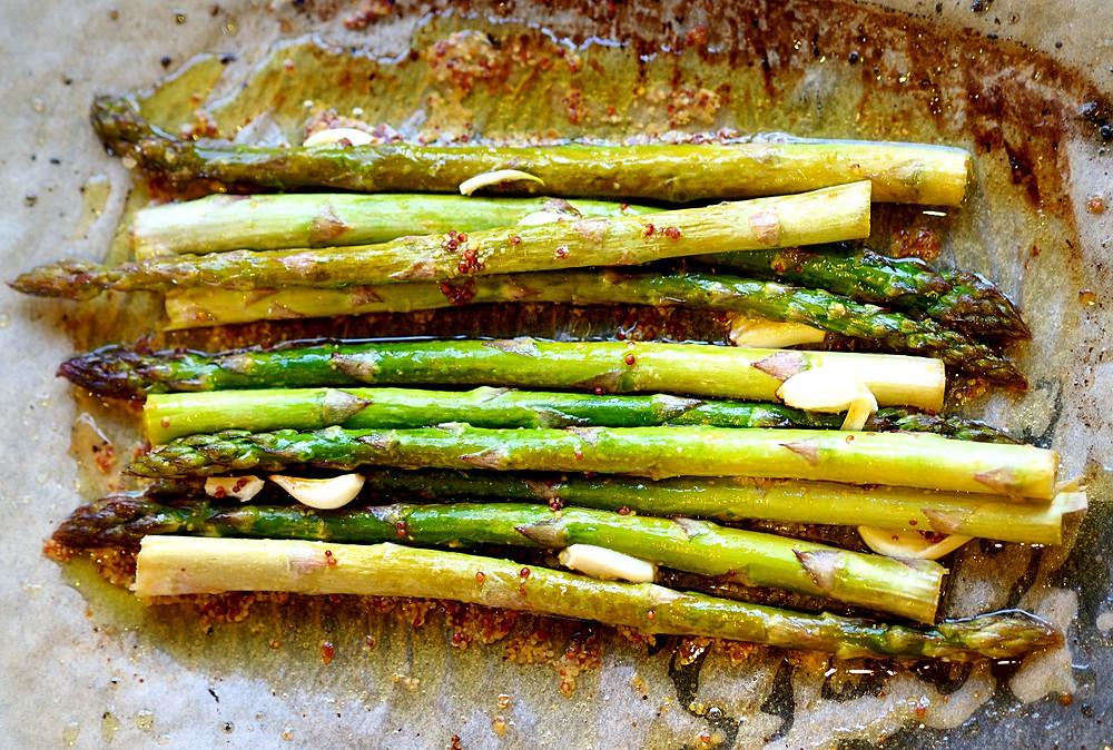 Baked asparagus tips