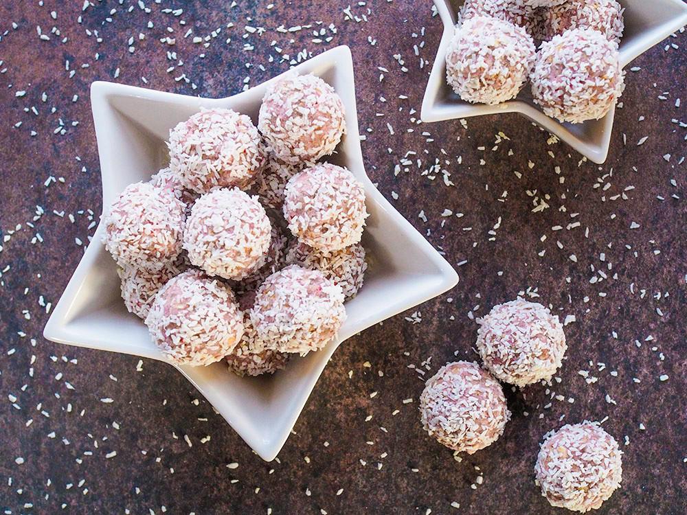sugar free strawberry snowballs in a bowl