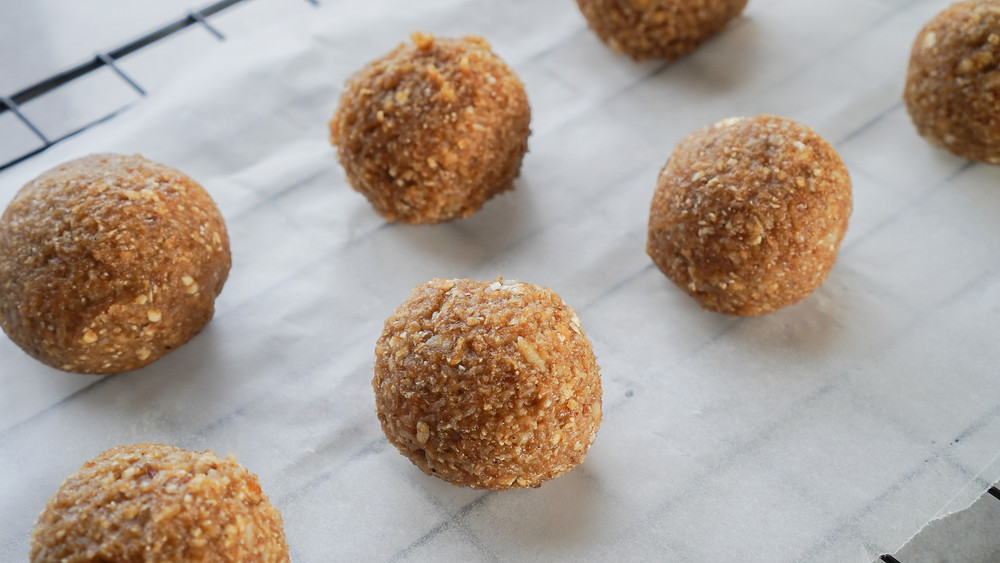 Salted caramel bliss balls without chocolate coating