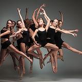 Mange dansere i Black