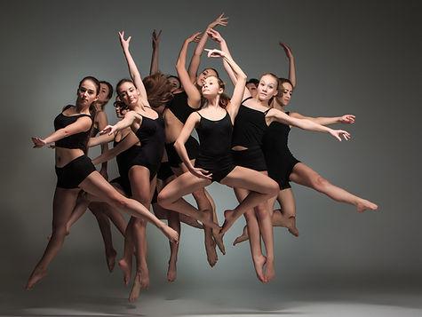 Molti Ballerini in nero
