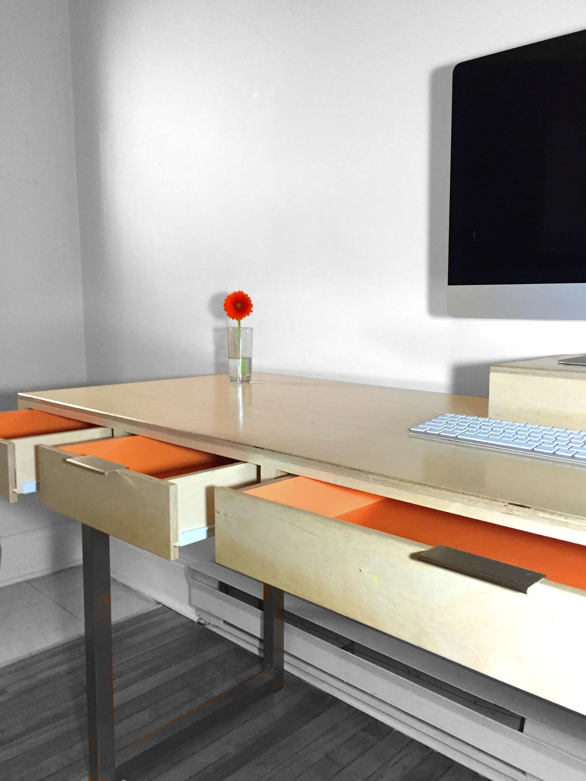 Desk_04.jpg