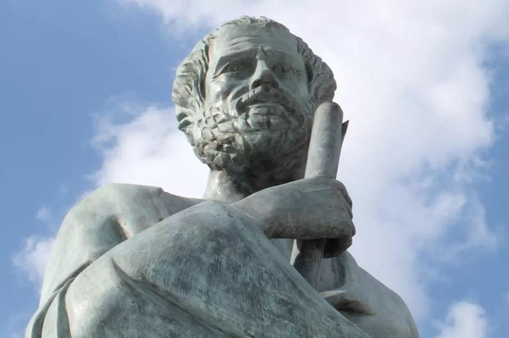 """La problématique de l'innovation technologique et sur le chômage remonte probablement à l'invention de la roue. Au IVè siècle av. J.-C., Aristote soulève la question dans son ouvrage """"La politique"""""""