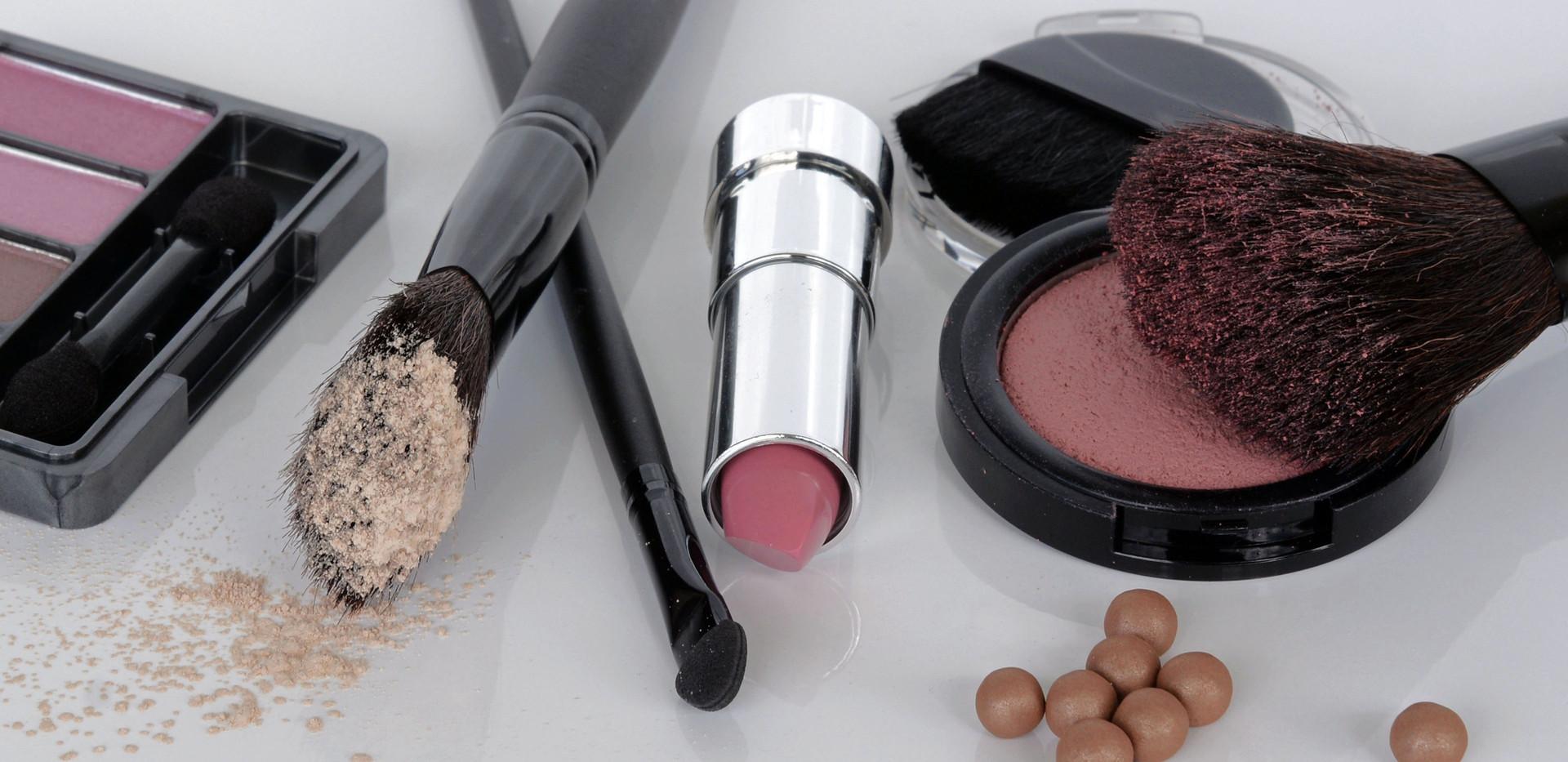 brush-female-powder-lip-make-up-human-bo