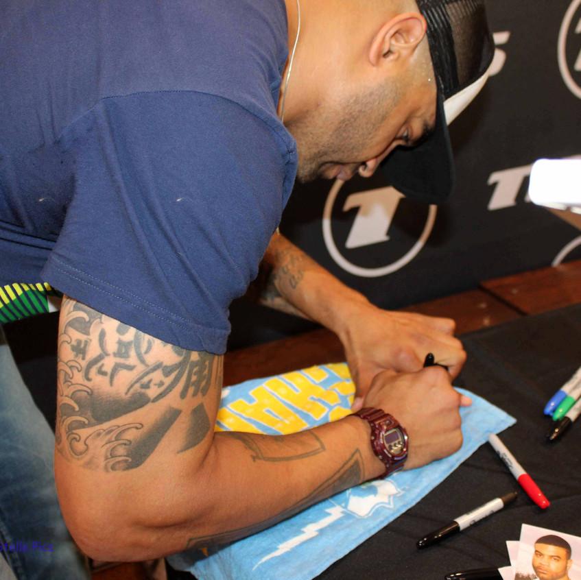 Shawne Merriman signing memorablia 4