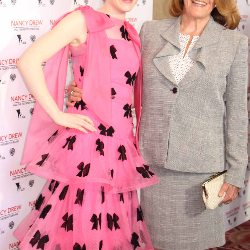 Sophia Lillis and Linda Lavin - Casts