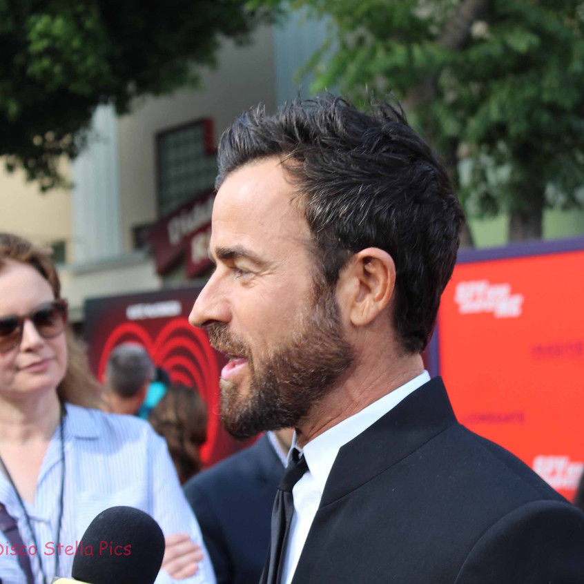 Justin Theroux being interviewed  2