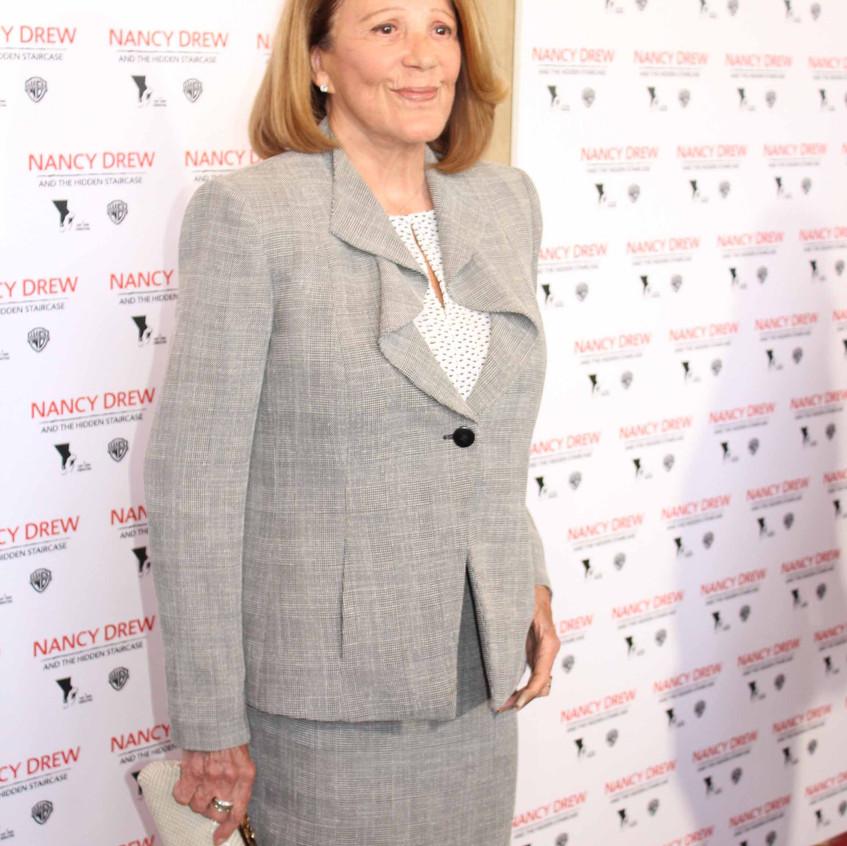 Linda Lavin- Cast - Actress....