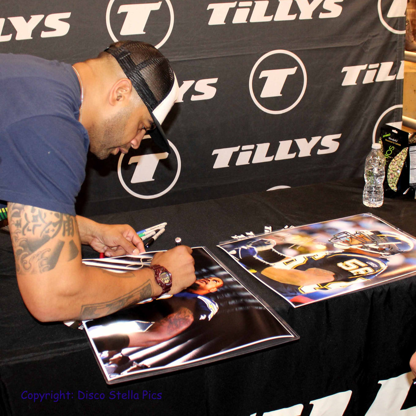 Shawne Merriman signing memorablia