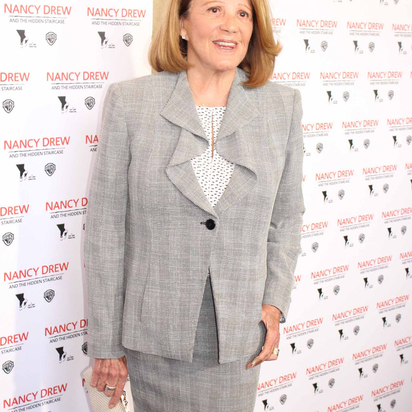 Linda Lavin- Cast - Actress........