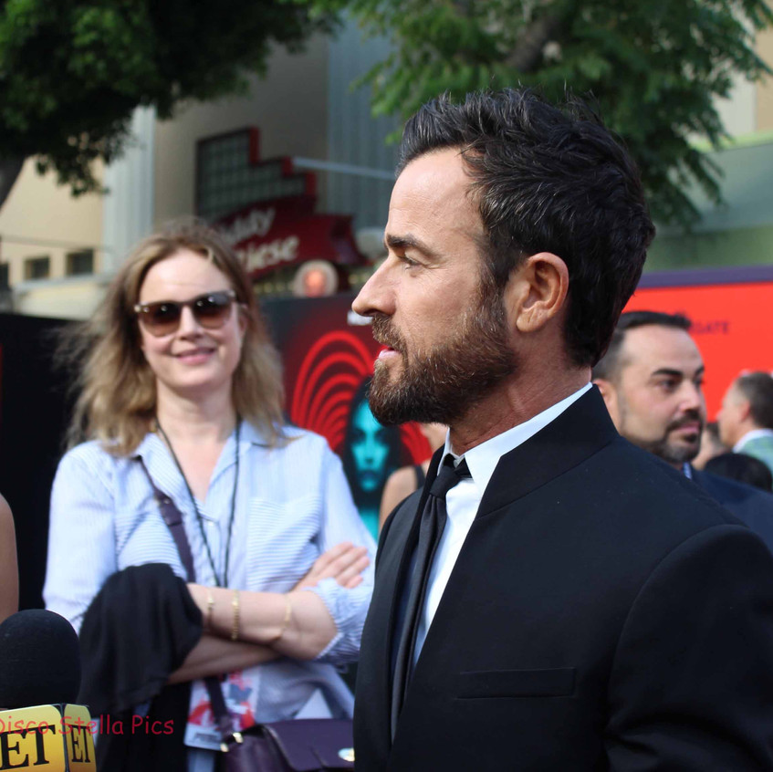 Justin Theroux being interviewed 1