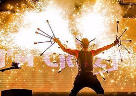 show feu, show pyrotechnie, show pyro, show feu et pyro, animation feu et pyrotechnie