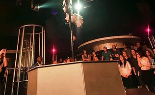 Location podium pole dance