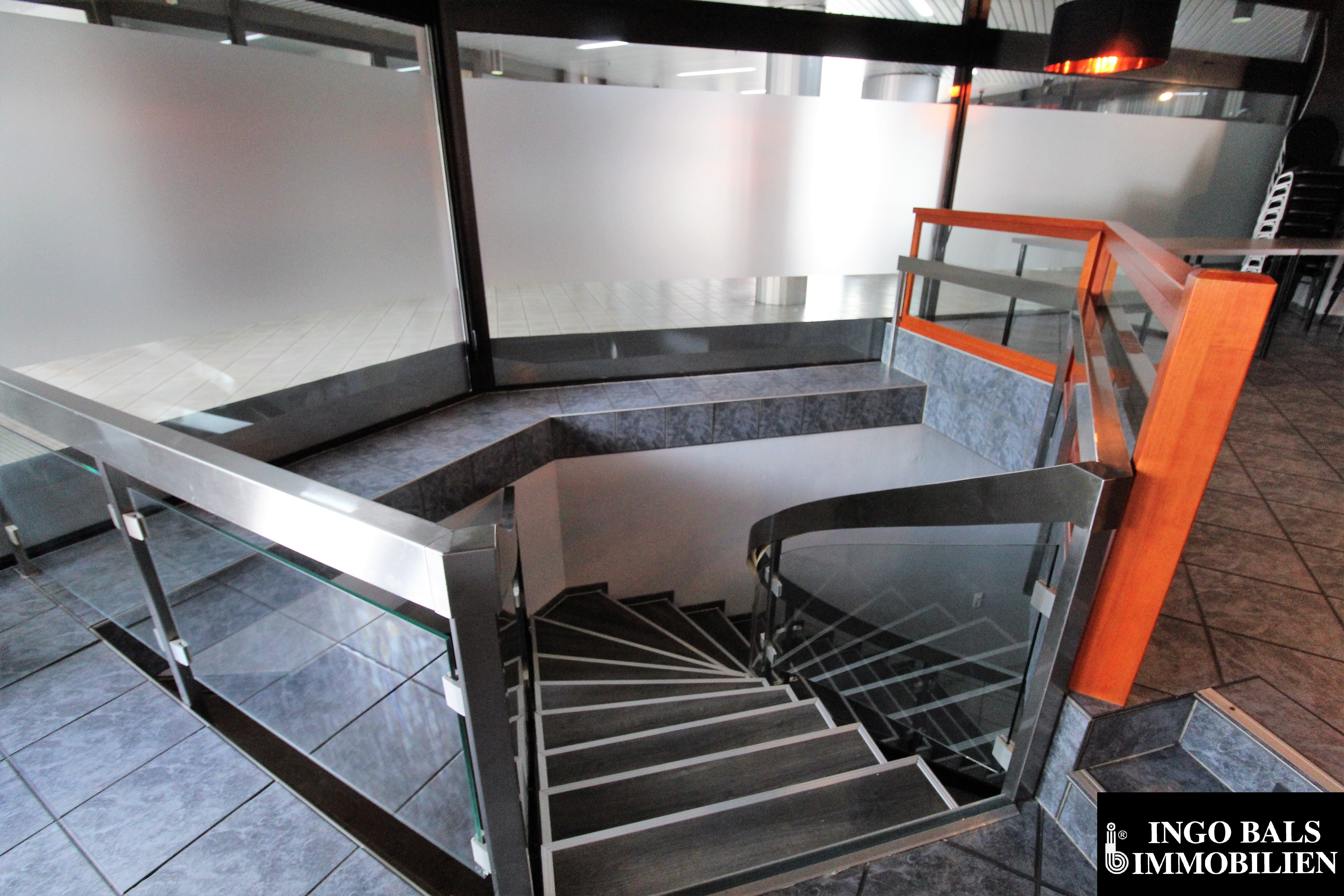 Treppe zu den Toiletten.JPG