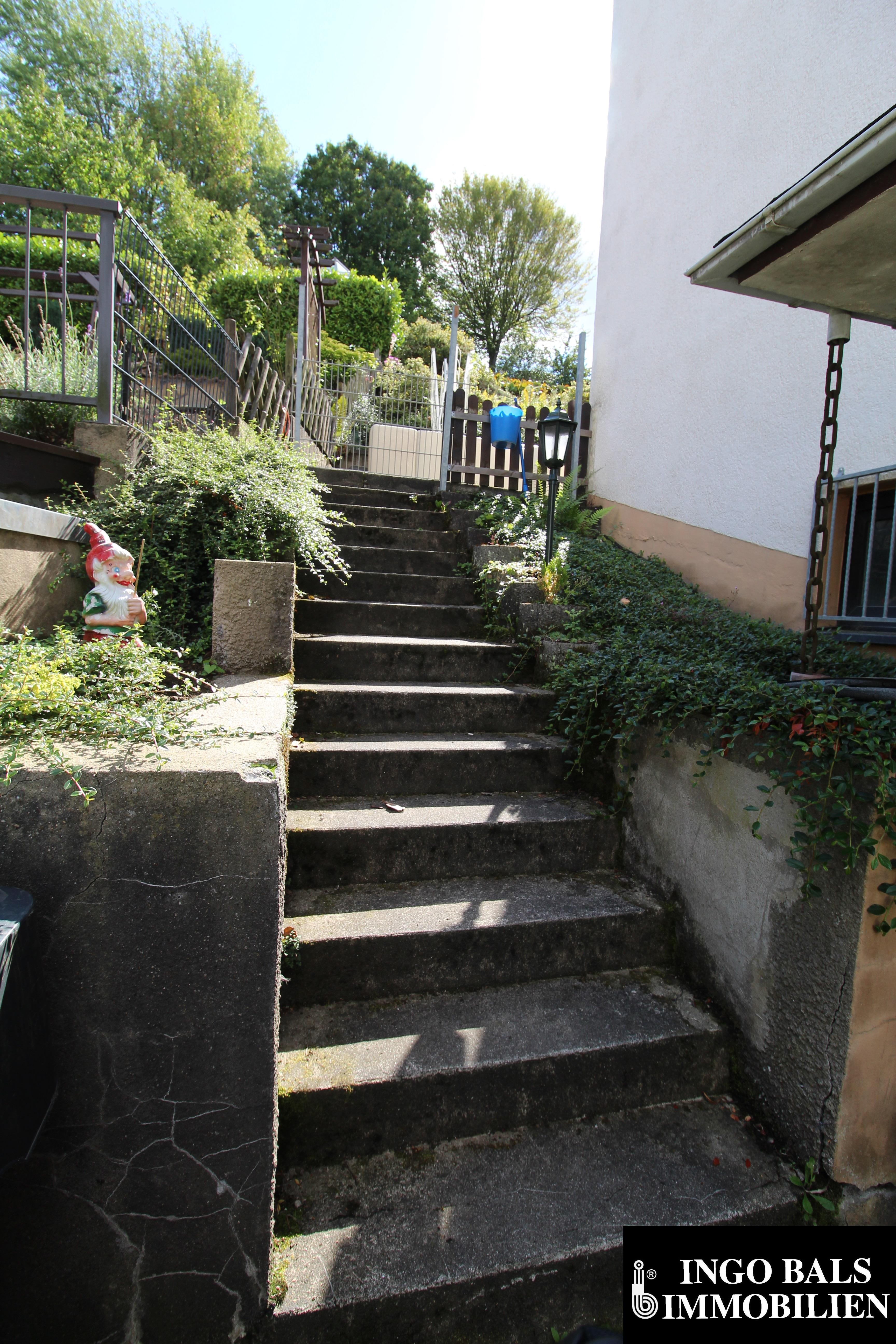 Treppe in den Garten.JPG