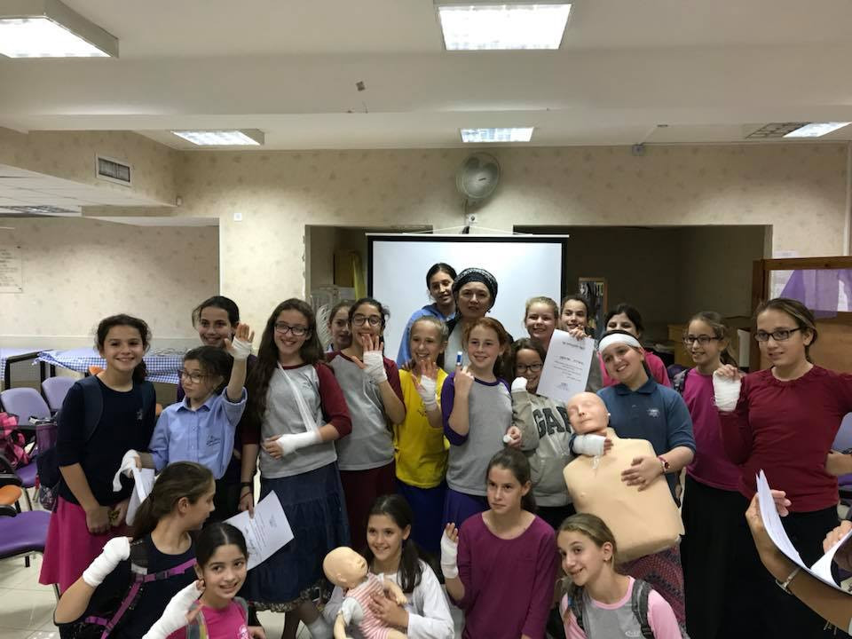 Yehudis Schamroth teaches first aid to t