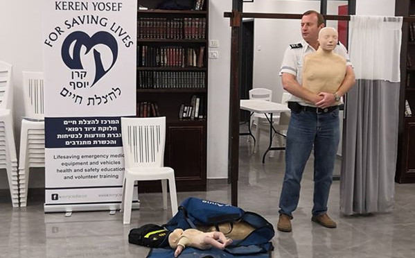 CPR training for a shul group with Reuve