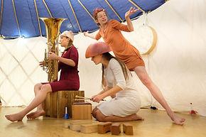 La CouvReuse spectacle pluridisciplinaire poure les enfants âgés de 0 à 3 ans