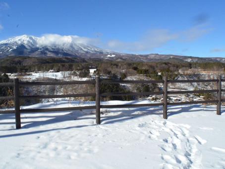 御嶽山と柳又集落を望む