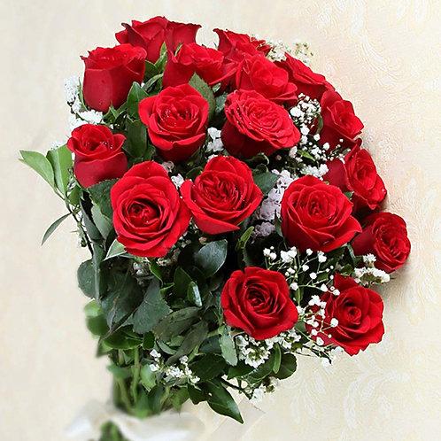 20 Rote Rosen mit Schleierkraut